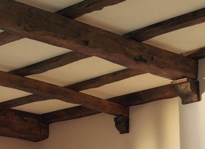 Потолок из бруса как декор